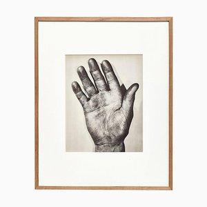 Plaque Photogravure Main Droite Noire et Blanche par Ernest Koehli, Encadrée