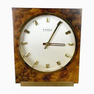 Reloj de mesa Hollywood Regency de latón y nogal de Kienzle, Germany, años 60