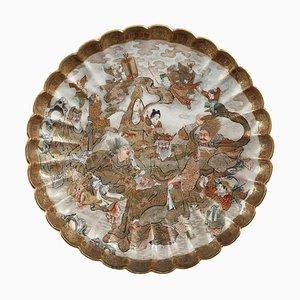 Plato Satsuma con decoración figurativa, Japón