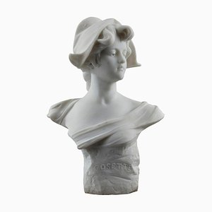 Busto in marmo di Cosette con berretto frigio di Marianne