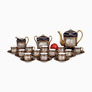 Porzellan Kaffeeservice mit mythologischen Szenen in Sevres Taste, 28er Set