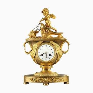 Reloj de repisa imperial de principios del siglo XIX con Cupido en un carro
