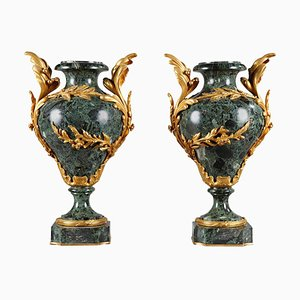 Spätes 19. Jh. Vasen aus Marmor und vergoldeter Bronze, 2er Set
