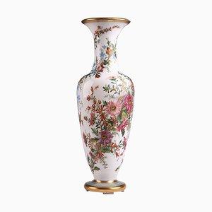 Vase aus Opalglas mit Blumen, 19. Jh