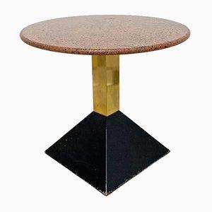 Tavolo postmoderno in metallo nero, ottone e marmo rossastro, anni '80