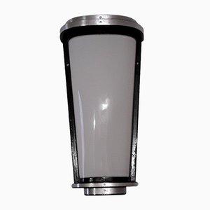 Konisch Wandlampe aus schwarz lackiertem Metall, geschwungenen Aluminiumstreifen & weißem Acrylglasschirm, 1950er