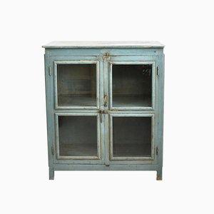 Blauer Schrank mit Glasfront