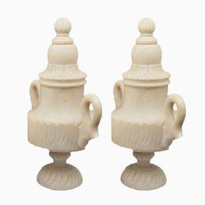 Gegossene und fein ziselierte Vasen aus Alabaster mit Deckel, Frankreich, 19. Jh., 2er Set
