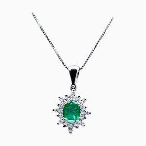 Collier à pendentif émeraude, diamant et or blanc 18 carats