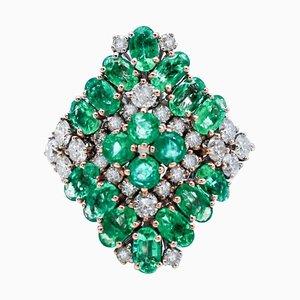 Anello in oro bianco, 14 carati e smeraldo
