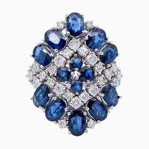 Anello con zaffiri blu, diamanti e oro bianco a 14 carati