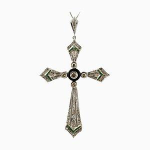 Collier à pendentif croix diamant, émeraude, onyx et or blanc 14 carats
