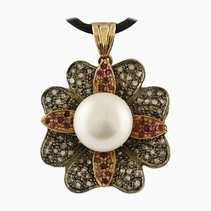 Colgante artesanal de diamantes, perlas, rubíes y oro rosa