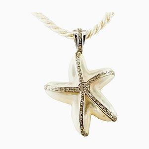 Ciondolo a forma di stella in madreperla, diamanti e oro bianco 14K