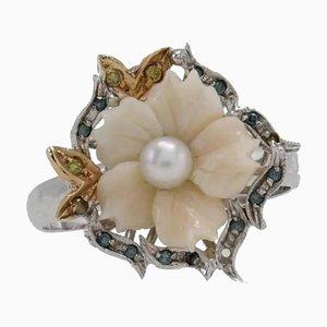Anello da cocktail blu con diamanti, corallo, perla e oro