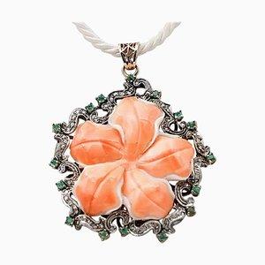 Collana con ciondolo in corallo, smeraldo, diamanti, oro rosa 9 carati