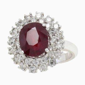 Anello con rubino, diamanti e oro bianco