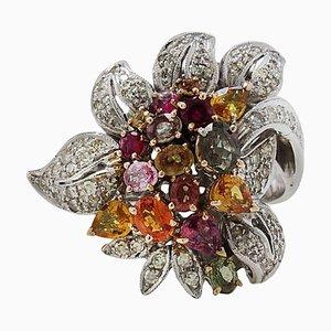 Anello a grappolo di fiori in oro rosa e bianco, diamanti e zaffiri