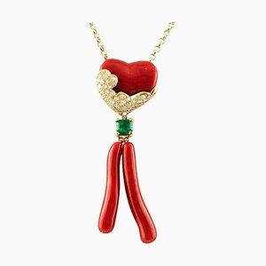 Collana in oro con ciondolo in corallo, diamante e smeraldo
