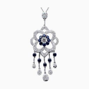 Collar con colgante de diamantes, zafiros azules y oro blanco de 14 quilates