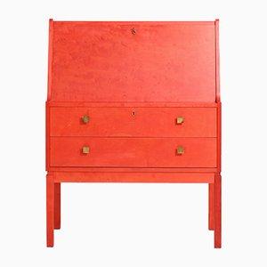 Roter Sekretär mit Schreibtisch