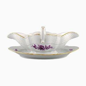 Sauciere aus handbemaltem Porzellan mit violetten Blüten von Meissen