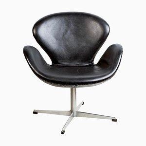 3320 Swan Chair in Black Leather by Arne Jacobsen for Fritz Hansen