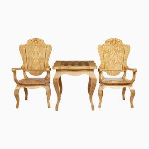 Spieltisch und Sessel aus Birkenholz, 20. Jh., 3er Set