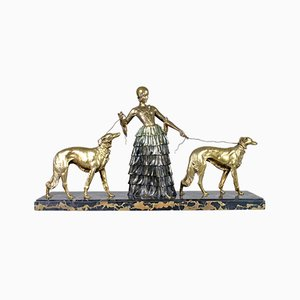 Armand Godard, Elegante Frau & Windhunde, 1930er, Bronze und Polychrom