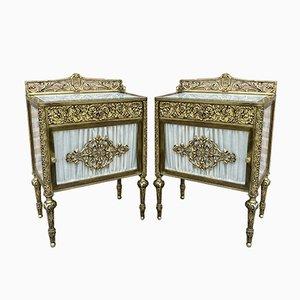 Mesitas de noche francesas de bronce con puertas de vidrio y cajones de latón, siglo XIX. Juego de 2