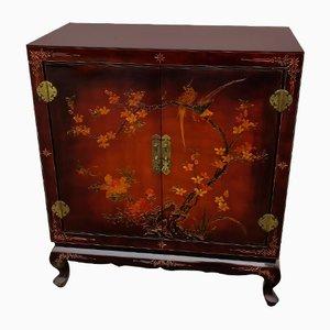 Mueble o bufet de dos puertas lacado de Asia oriental