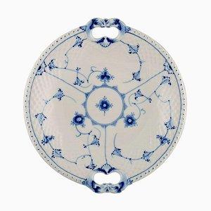 Plat Bleu Cannelé avec Poignées. Numéro de Modèle 304 de Bing & Grøndahl, milieu du 20ème siècle