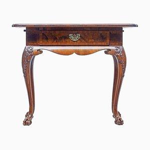 Mesa auxiliar danesa de nogal tallado, siglo XIX