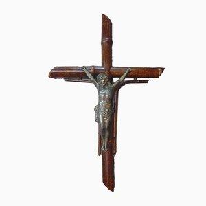 Hängendes koloniales Holzkreuz aus der Vorkriegszeit