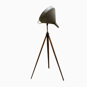 Lámpara con base trípode