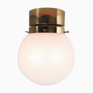 Lámpara de techo con marco de latón y globo de vidrio esmerilado blanco, años 60
