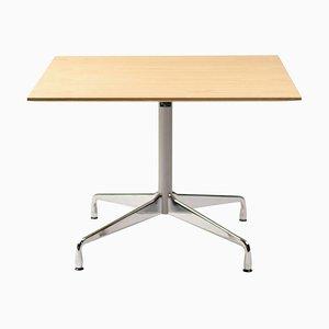 Mesa con base segmentada de Charles Eames