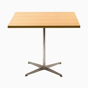 Mesa Shaker de Arne Jacobsen