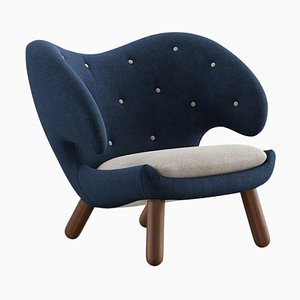 Pelican Chair Upholstered in Fabric from Finn Juhl