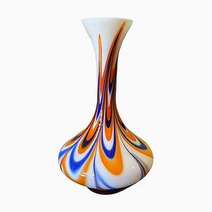Jarrón Mid-Century moderno de vidrio opalino naranja y azul de Carlo Moretti, años 70