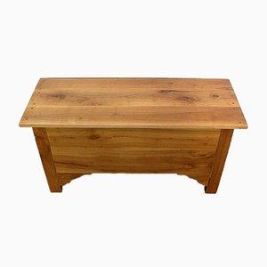 Maie pequeña de madera de cerezo
