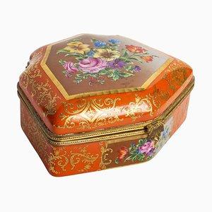 Caja de porcelana y latón dorado al estilo de Sèvres