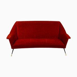 Rotes italienisches Mid-Century 3-Sitzer Sofa mit Messingbeinen