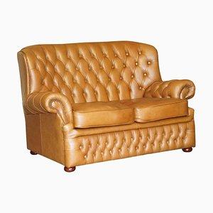 Kleines Breites Chesterfield Sofa aus Leder in Braun oder Braun mit Hoher Rückenlehne