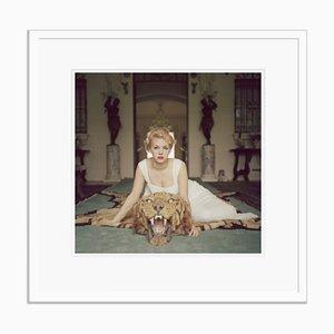 Slim Aarons, Beauty and the Beast, Druck auf Fotopapier, gerahmt