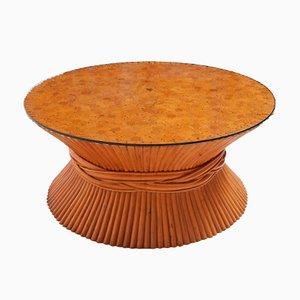 Mesa de centro americana con forma de gavilla de trigo de bambú y ratán de McGuire, años 60
