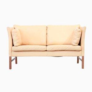 Sofá danés de cuero beige biplaza, años 70
