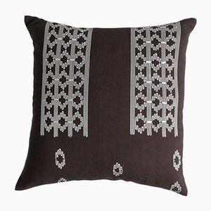 Cojín decorativo Edo marró y blanco de Nzuri Textiles, 2015