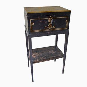Mesa auxiliar sueca antigua pintada a mano con cajón