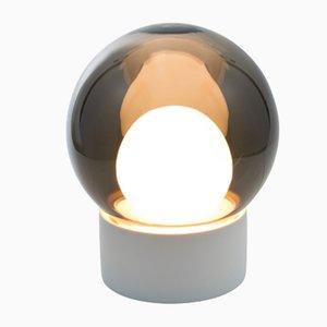 Lampada Small Boule in vetro opalino bianco e grigio con base bianca di Sebastian Herkner per Pulpo & Rosenthal